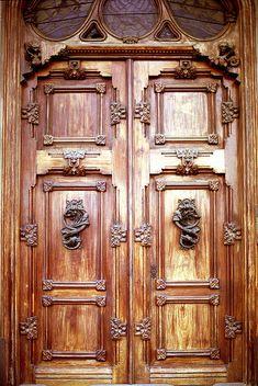 Double wooden doors, Barcelona The doors in the European countries, must have originally been made for giants.