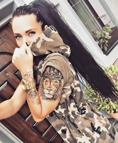 Tatoo lion tatouage couronne signification lion portrait tattoo roi lion avec couronne