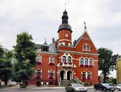 Ratusz w Kętrzynie. Został wybudowany w stylu eklektycznym w latach 1885-1886 z inicjatywy burmistrza Wiewiórowskiego. Obecnie siedziba Urzędu Stanu Cywilnego oraz Punktu Informacji Turystycznej i Promocji Miasta Kętrzyn.
