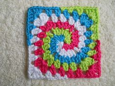 Phenomenal Granny Square ... this website is in another language & you could translate it ... she has MANY unique & wonderful patterns I've never seen before for granny squares........... #DIY #grannysquare #crochet #yarn #howto #tips #crafts