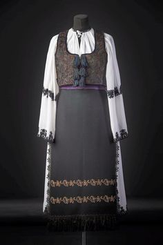 Folk Costume, Costumes, Romania People, Victorian, Traditional, Blouse, Dresses, Fashion, Journals
