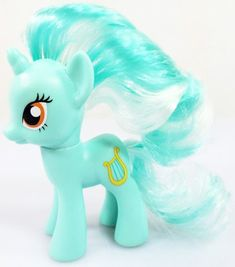 MLP single bag release of Lyra Heartstrings is a 3 inch G4 pony with pale green and white brushable hair. She is slightly paler, faces left, has slightly darker gold eyes without an eye accent.