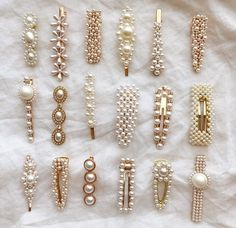 Hair clips and pins are the most popular hair accessories you can get right now … Haarspangen und Haarnadeln sind. Women's Accessories, Hair Accessories For Women, Cute Jewelry, Hair Jewelry, Jewellery Earrings, Gold Jewelry, Vintage Jewelry, Bling Bling, Mode Turban