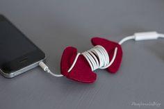 DIY Earphones Holder / Auriculares sin nudos. Haz un sujetacables con fieltro.