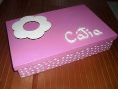 Novas caixas de baptizado (36x22,5 cm), com compartimento para vela (34x6), para toalha (21x14) e para concha (12x14). O custo de 30 € refere-se a caixa forrada a papel de arroz. Para caixa pintada o preço é de 25 €