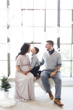 Caroline Tran is offering Holiday mini sessions in her new downtown LA studio. Her modern studio is beautifully decorated in a neutral palate to please many