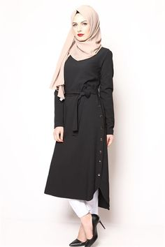 Tesettür Tunik Yandan Çıtçıtlı Siyah  Byh 1865 Islamic Fashion, Muslim Fashion, Modest Fashion, Fashion Outfits, Modest Outfits, Casual Dresses, Modele Hijab, Cheap Homecoming Dresses, Islamic Clothing