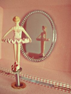 New Music Box Ballerina Tattoo Ideas Music Box Ballerina, Ballerina Jewelry Box, Vintage Ballerina, Rosalie, Wallpaper Aesthetic, Musical Jewelry Box, Ballet, Tiny Dancer, Objet D'art
