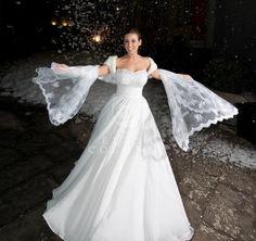 Un morbido abbraccio di mussola per l'abito da sposa di Daniela nel suo wedding day invernale romantico ed elegante.