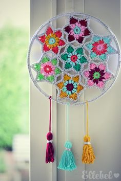 Such a unique crochet dream catcher!Next Post Previous Post Ellebel Ellebel Crochet Wall Art, Crochet Wall Hangings, Diy Crochet, Crochet Crafts, Crochet Projects, Unique Crochet, Crochet Mandala Pattern, Crochet Motifs, Crochet Doilies