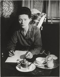 Simone de Beauvoir, Café de Flore, 1944. Photographed by (George) Brassäi.