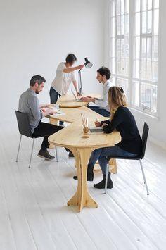 Pras mesas coletivas, diferentes alturas e resondas permite-nos mudar a…