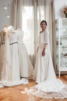 Prueba vestido novia, fotografia de boda, atelier boda, beatriz alvaro, www.masjuntos.com
