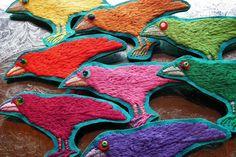 BROŽ THE SPRING KRABAT Jarní kolekce havranů pro ty, které Karel Zeman spíše děsil :) Ptáček je veliký 8 x 4 cm a místo očka má blýskavý barevný kamínek. Materiál: plátno pevné, výšivka, flitr a korálek, vzadu na brožový můstek. Barvy: žlutá, oranžová, růžová, červená, malinová, fialová, jablečná, tm.zelená Cena za jeden kus. Možnost objednání i více ...