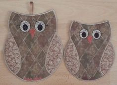 pot holder and mug rug Free Embroidery Designs, Cute Embroidery Designs Mug Rug Patterns, Potholder Patterns, Quilt Patterns, Sewing Patterns, Quilting Projects, Quilting Designs, Sewing Projects, Owl Sewing, Sewing Crafts
