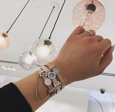 Add extra glow to your look with the classic combination of Pandora Rose™ and sparkling clear cubic zirconia. Shop your Pandora Clips here. Boho Jewelry, Gemstone Jewelry, Jewelery, Women Jewelry, Jewelry Design, Jewelry Necklaces, Charms Pandora, Pandora Bracelets, Pandora Jewelry