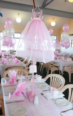 Centro de mesa para una fiesta temática de bailarina.