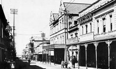 Plein Street in 1910 African History, Cape Town, Vintage Photos, South Africa, Old Things, Explore, Street, City, City Drawing