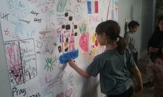 """In Paris' Arrondissement, Parents Help Children Draw Their Emotions """"They said they needed to be together. Design Poster, Art Design, Fantasy Girl, Art Therapy Children, Play Therapy, Art Nouveau, Paris Attack, Project Free, Winter Kids"""