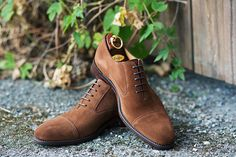 Loake 'Outlaw' brown suede.