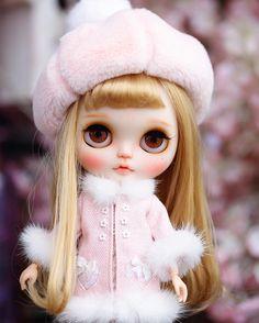 Love dolls!~✨hope U like my picsヾ ^_^♪ flickr :juju_99 juju-99@qq.comhttps://www.etsy.com/shop/MidsummerCircus