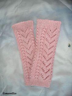 Valmistuneet on tyttösten säärystimet, jotka tein soveltaen Kardemumman tuubihuivin neulekuviota. Lankana Salsa, jota aikoinaan ostin suu... Crochet Socks, Knitting Socks, Knit Crochet, Knit Socks, Fingerless Mittens, Knitting Projects, Leg Warmers, Diy And Crafts, Pattern