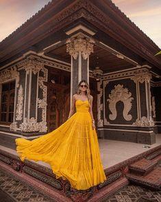 Veja mais no site Beautiful Maxi Dresses, Glamorous Dresses, Strapless Dress Formal, Formal Dresses, Prom Dresses, Summer Outfits, Summer Dresses, Look Chic, Party Fashion