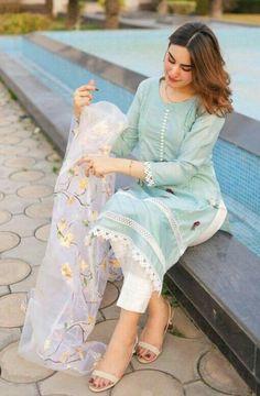Stylish Dress Book, Stylish Dresses For Girls, Formal Dresses For Women, Pakistani Fashion Casual, Indian Fashion Dresses, Pakistani Outfits, Fancy Dress Design, Bridal Dress Design, Beautiful Dress Designs