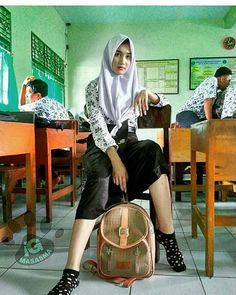 15 Trendy Ideas For Memes Indonesia Tertipu Beautiful Muslim Women, Beautiful Hijab, Muslim Fashion, Fashion Muslimah, Hijab Fashion, Women's Fashion, New Memes, Funny Memes, Hijab Chic