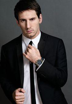Lionel Messi in Audemars Piguet Cr7 Vs Messi, Messi 2015, Neymar, Messi Suit, Soccer Boys, Football Soccer, Soccer Stuff, Good Soccer Players, Football Players
