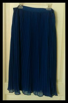 Forever 21 Royal Blue Pleated Skirt. New addition to closet size M. I just saw some cuuuute outfit ideas for this ruffle Skirt.   @salesfortoday Follow FOR DISCOUNTS AND Updates ON New Items. also check out www stores.ebay.com/jenscreationstx