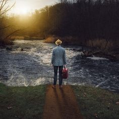 282/365 - The Traveler and the River
