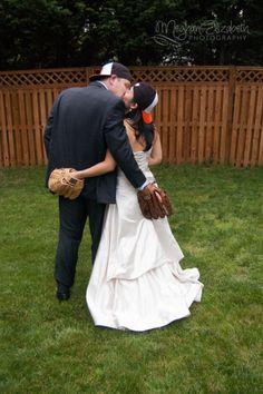 baseball wedding   (c) Meghan Elizabeth Photography   meghanelizabethphotography.me