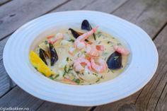 Nå som varmen begynner å komme er det ikke mye som smaker bedre enn en god fiskesuppe servert sammen med litt nystekt brød og et glass hvitvin. Denne suppa kan du servere som en forrett eller hoved…