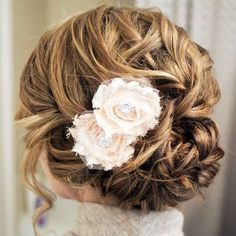 25 Must-See Wedding Hairstyles from Pinterest - MODwedding