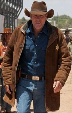 LONGMIRE - Sheriff Walt Robert Taylor Longmire Suede Leather Coat Jacket Robert Taylor an played a in many played am role of sheriff in this best-selling novel based drama deal up to off hurry up guys limited offer Robert Taylor Longmire, Walt Longmire, Longmire Tv Series, Mens Leather Coats, Men's Leather Jacket, Leather Jackets, Distressed Leather, Suede Leather, Trench Jacket