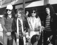 Freddie Mercury John Deacon | john deacon c 1975