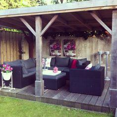 Garden decoration Outside Living, Outdoor Living, Garden Stand, Old Cottage, Starting A Garden, Garden Items, Outdoor Furniture Sets, Outdoor Decor, Yard Art