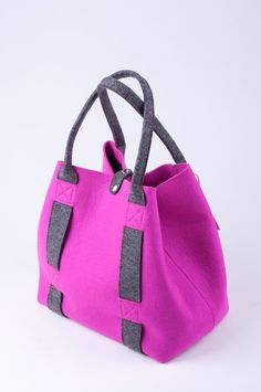 "Items similar to Pink felt shopper ""Inness"". Original, beautiful and unique. Made from natural wool) felt premium quality thick. on Etsy Pink felt shopper Inness. Original beautiful and by FELTTERRA Fashion Handbags, Fashion Bags, Diy Sac, Kids Bags, Shopper, Cloth Bags, Leather Handbags, Bag Accessories, Purses And Bags"