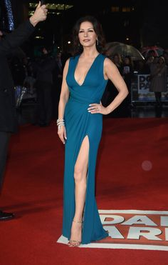Catherine Zeta-Jones Evening Dress - Catherine Zeta-Jones looked ageless at the world premiere of 'Dad's Army' in a figure-hugging teal Elie Saab gown with a plunging neckline and a thigh-high slit. Swansea, Margot Robbie, Catherine Zeta Jones Young, Cathrine Zeta Jones, Elie Saab Gowns, Dad's Army, Red Carpet Dresses, Red Carpet Fashion, Beautiful Celebrities