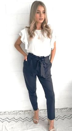 36 Professional Spring Outfits For Women Young - Work Outfits Women Summer Work Outfits, Casual Work Outfits, Work Attire, Work Casual, Classy Outfits, Cool Outfits, Stylish Outfits, Spring Outfit For Work, Work Pants Outfit