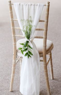 38 Classy Chair Decoration Ideas for Indoor and Outdoor Weddings - The First-Hand Fashion News for Females outdoor wedding 38 Classy Chair Decoration Ideas for Indoor and Outdoor Weddings - The First-Hand Fashion News for Females Wedding Chair Decorations, Wedding Chairs, Wedding Table, Church Wedding, Rustic Wedding, Wedding Chair Covers, Diy Party Chair Covers, Wedding Reception, Wedding Chair Sashes