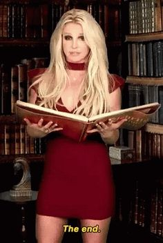 Britney Spears Reads a Bedtime Story : let them stare Britney Spears Outfits, Britney Spears Photos, Justin Timberlake Scarlett Johansson, Sabrina Carpenter Outfits, 90s Grunge Hair, Beautiful Red Hair, Beautiful Women, Britney Jean, Female Stars