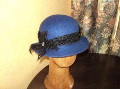 Здравствуйте, уважаемые начинающие валяльщицы. Это продолжение первого МК по козырьку кепки. http://www.livemaster.ru/topic/427969-kak-ya-valyayu-kepki?msec=14 Пропускаю опус по раскладке и увалки заготовки на шляпку. Ксати. раскладка в этой шляпке - радиальная-круговая-радиальная, Диаметр шаблона 65 см. Диаметр середины 13см. Размер на выходе 56-57. Ширина полей шляпы 6 см.