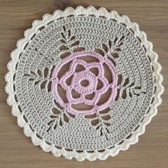 Studio 92 Designs: Doily from Mollie Makes Crochet book.Studio 92 Designs: Doily no pattern, but could do from photo -- maybe Love the fern design Crochet Doily Rug, Crochet Placemats, Crochet Motif Patterns, Crochet Dollies, Crochet Circles, Granny Square Crochet Pattern, Crochet Books, Crochet Round, Crochet Home