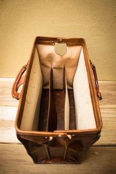 DIY Walkthrough of leather doctor's bag / carpet bag.