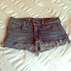 Hollister Distressed Denim Skirt Who doesn't love good old Hollister denim!? The ideal summer skirt! Great for over your favorite bikini, hanging out with friends, and of course looking fabulous! Distressed look and fringe give that California beach vibe. Excellent condition ☀️ Hollister Skirts Mini