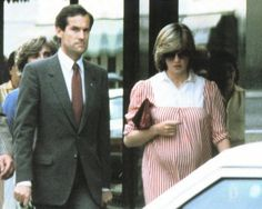 6-10-1982 Diana out shopping in London with her lady in waiting, and PPO.