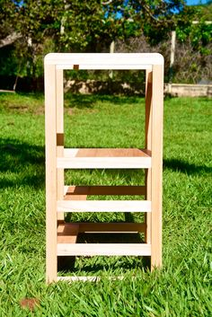 Learning tower - Torre de aprendizado - Montessori Handmade Furniture, Kids Furniture, Montessori, Learning Tower, Design, Bees, Solid Wood, Places, Top Coat