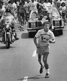 Terry Fox - One Legend - Cancer patient - 21 yrs old - ran 3339 miles - in 143 days - To raise funds - for cancer research and awareness. Beginners Guide To Running, Running Guide, Shoe Lacing Techniques, Photo Software, Canadian Boys, Running Injuries, First Marathon, Winter Running, Cross Country Running